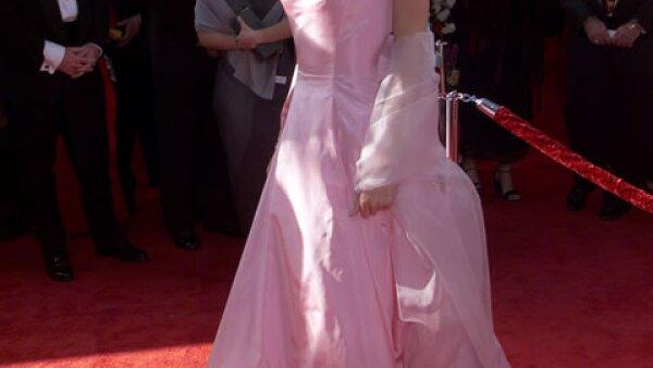 El vestido Ralph Lauren que Gwyneth Paltrow llevó a los Oscar de 1999 es inolvidable.