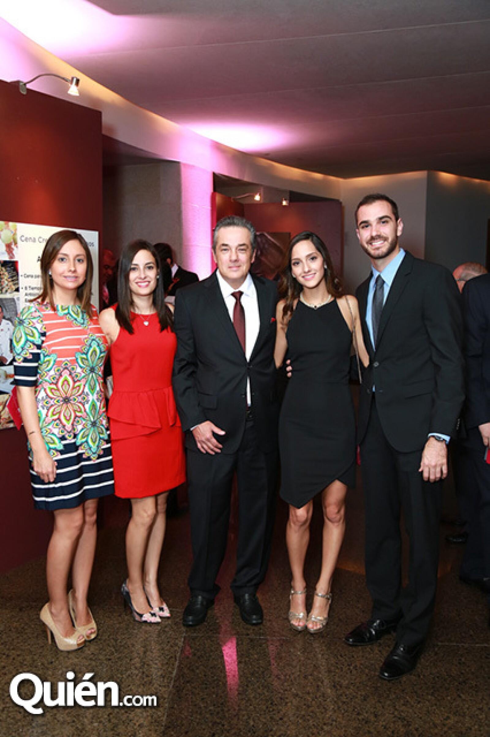 Viviana Delgado,Mónica Delgado,Rodolfo Delgado,Ana Delgado y Sebastián Cueva