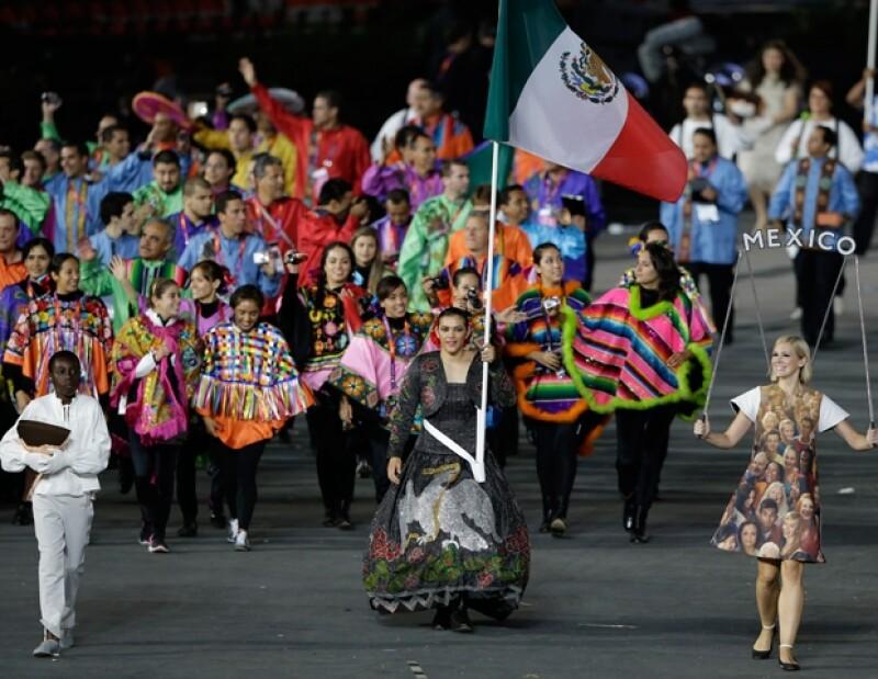 Mientras que nacionalmente los trajes de la delegación mexicana fueron mal recibidos comentaristas de la BBC afirmaron que fueron de los mejores.
