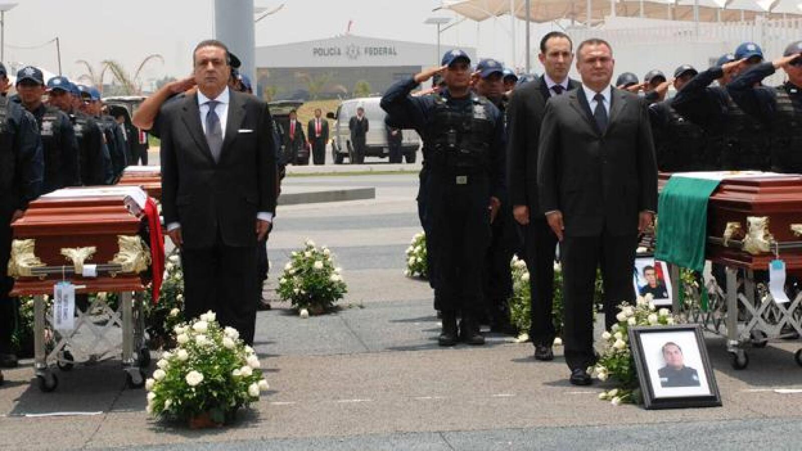 policias Michoacan secretarios funeral guardia honor