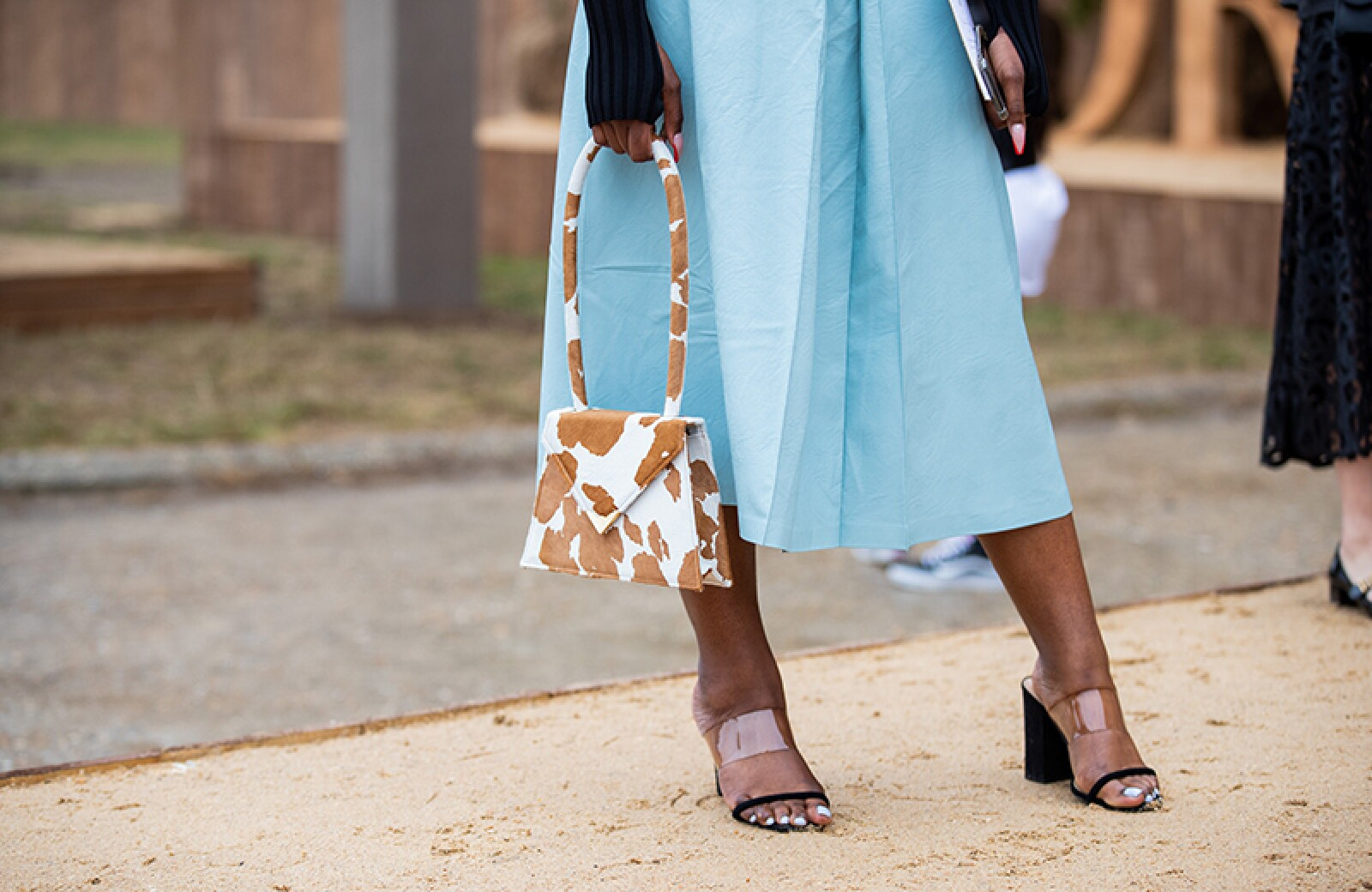 Street Style : Paris Fashion Week - Womenswear Spring Summer 2020 : Day Two
