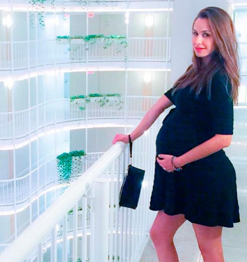 Ni menos guapa luce Odalys, quien dará a luz en menos de un mes.