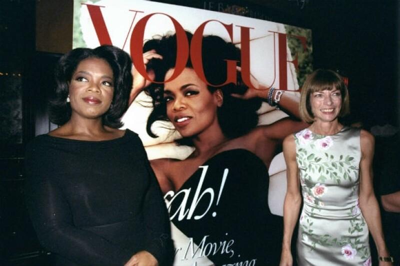 La leyenda dice que Anna puso a bajar de peso a Oprah Winfrey para publicarla en la portada de Vogue, aquí en 1998.