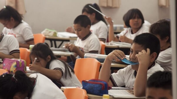 escuela generica alumnos niños