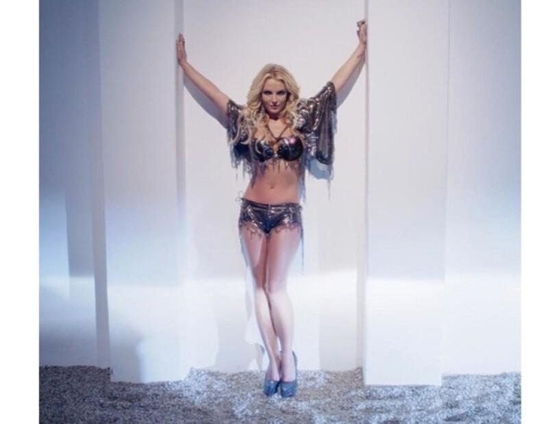 La misma empresa que realizó los efectos decidió bajar las fotos de Britney debido a las críticas que surgieron en blogs y en Twitter.