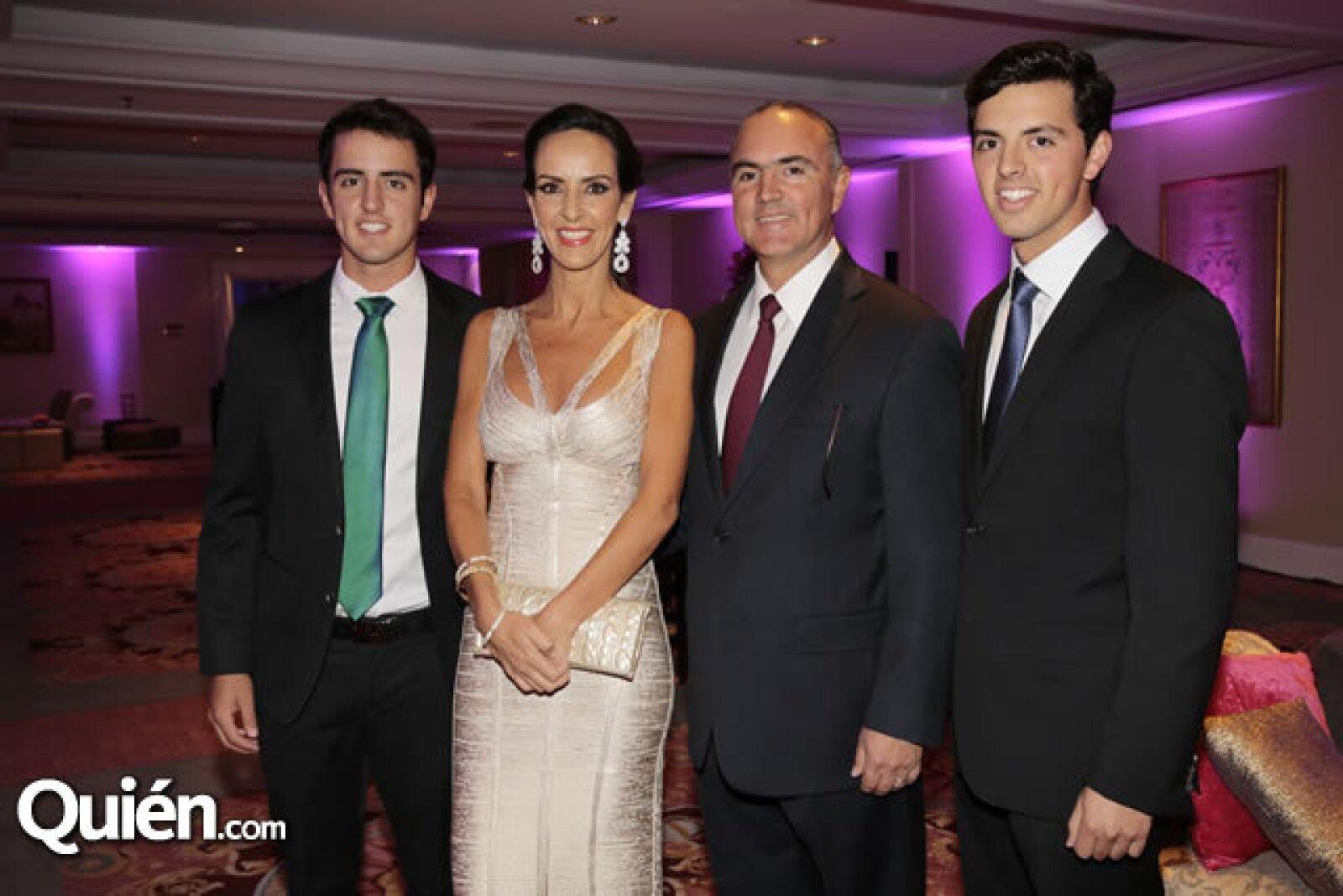 Diego Calzada,Sandra Albarrán,José Calzada,José Calzada