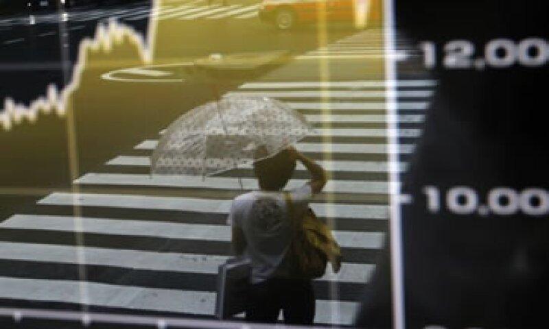 El índice de referencia de la Bolsa de Tokio cerró con una ganancia de 4.3%.  (Foto: Reuters)