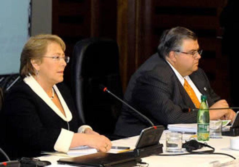La presidenta de Chile, Michelle Bachelet, y el secretario de Hacienda de México, Agustín Carstens, en Viña del Mar.
