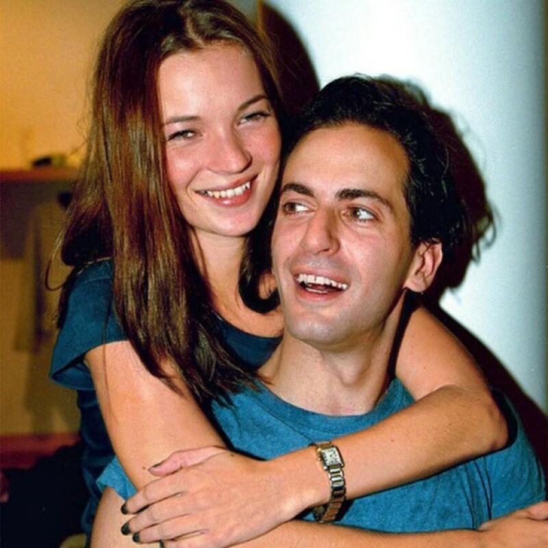 El diseñador publicó una foto `throwback thursday&#39  en la que aparece con la modelo británica en sus primeros años de carrera en los 90; momento en que se convirtieron en muy buenos amigos.