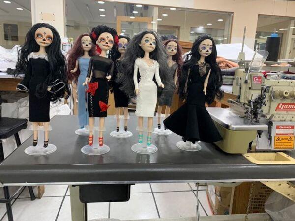 Recrean vestido de Beatriz Gutiérrez para una muñeca 5.jpg