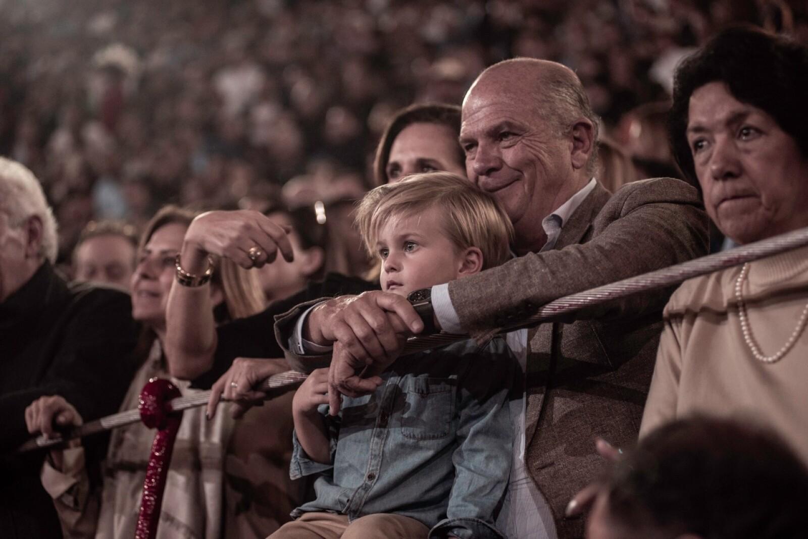 Javier Sordo con su nieto.JPG