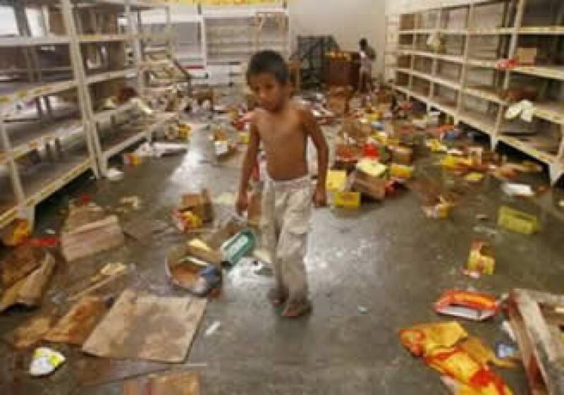 Durante la suspensión del toque de queda algunos supermercados fueron saqueados y se registraron disturbios. (Foto: Reuters)