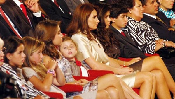 Angélica Rivera nuevamente asistió, acompañada por sus hijos y los de su pareja, al informe que ofreció su novio, el Gobernador del Estado de México, en el Teatro Morelos en Toluca.