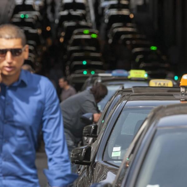 Las manifestaciones provocaron filas de automóviles de unos 200 kilómetros en París a primeras horas de la mañana.