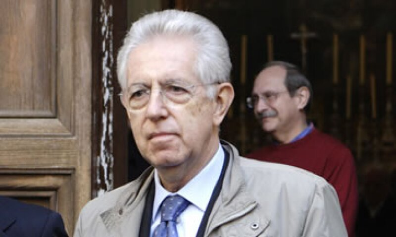 Mario Monti se forjó una reputación como comisario de Competencia de la UE al enfrentarse a los corporativos General Electric y Microsoft. (Foto: Reuters)