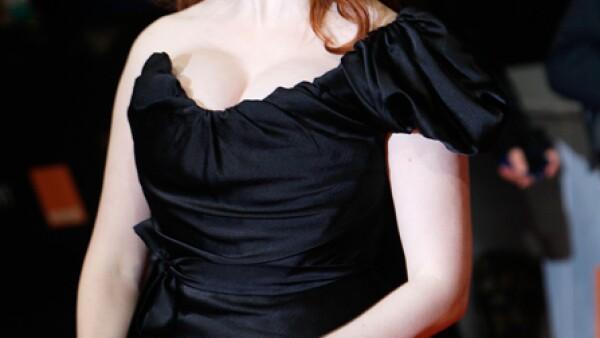 A Christina Hendricks todo mundo la ubica como la secretaria pelirroja del cuerpo curvilíneo en `Mad Men´, pero pocos saben que su tono natural es güero.