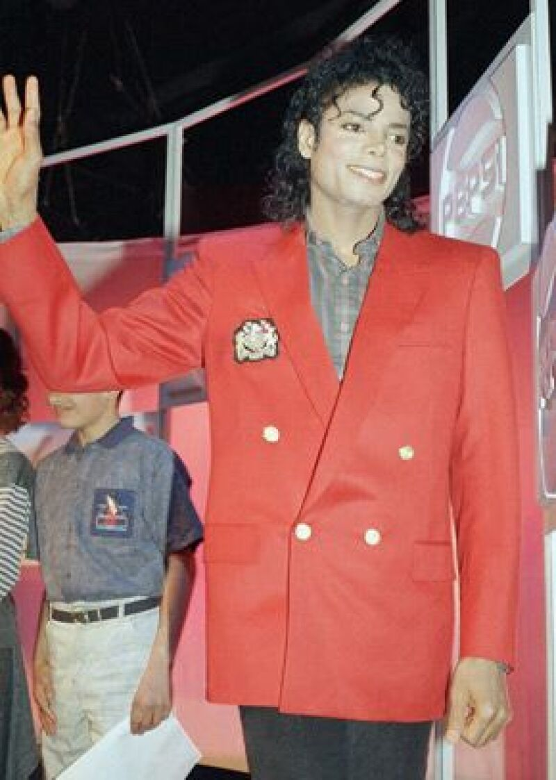 Un oficial de la policía dijo el viernes que se encontraron restos del poderoso sedante Diprivan, que es muy raro recetar para uso privado, en la casa que alquilaba Michael Jackson