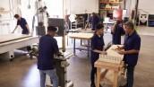 jóvenes aprendices en fábrica