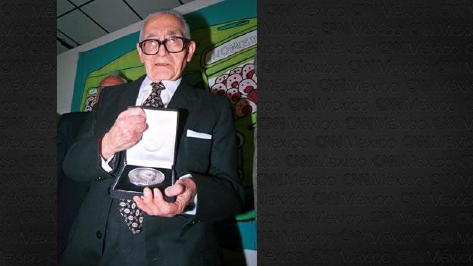 Gabriel Vargas recibe medalla