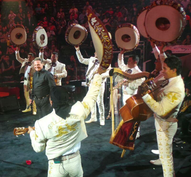 Luis Miguel y su mariachi lograron uno de los momentos más ovacionados de la noche.