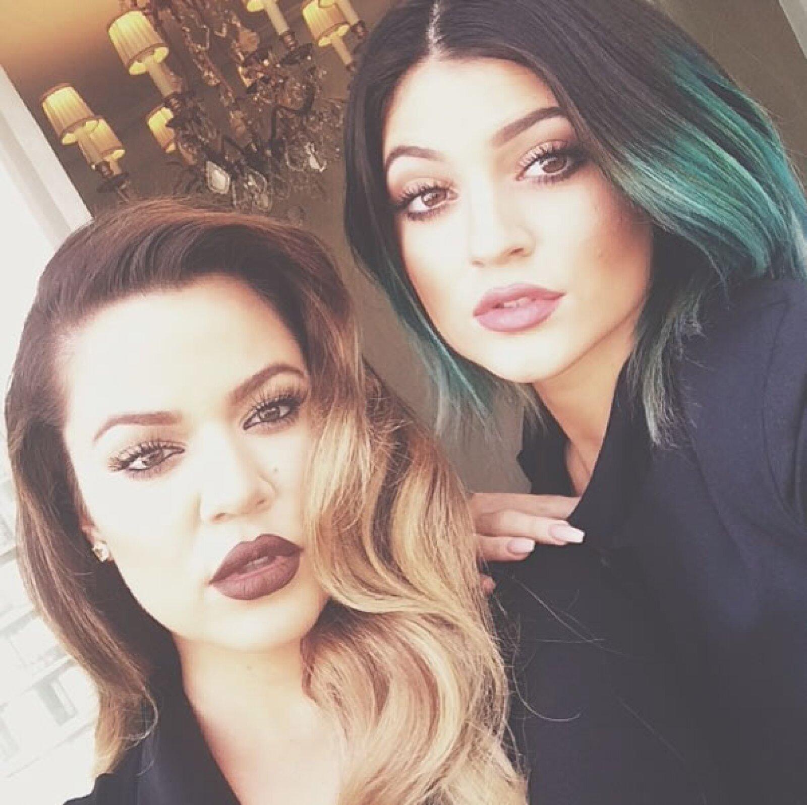 A su hermana Khloe también se le nota un abultado anormal en los labios.
