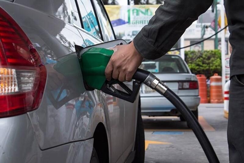 La legislación plantea, entre otros puntos, que haya más gasolineras además de las de Pemex y liberar los precios de los combustibles.