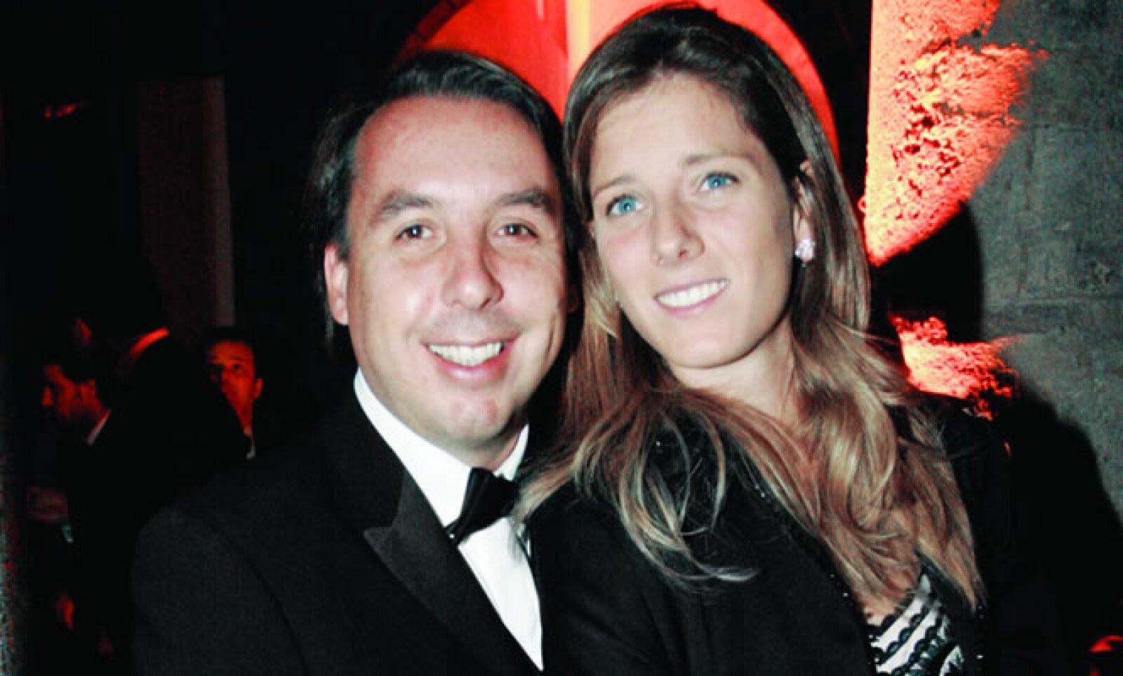 Actualmente Azcárraga Jean está casado con Sharon Fastlicht Kurian, algunos cuentan que se conocieron en un concierto en la ciudad de México en 2002, pero el verdadero flechazo fue durante un evento de yates en Miami, Fl.