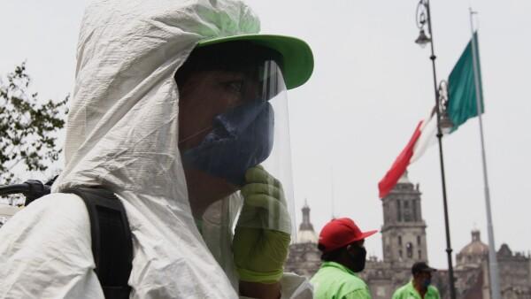 Sanitización en las inmediaciones del Zócalo