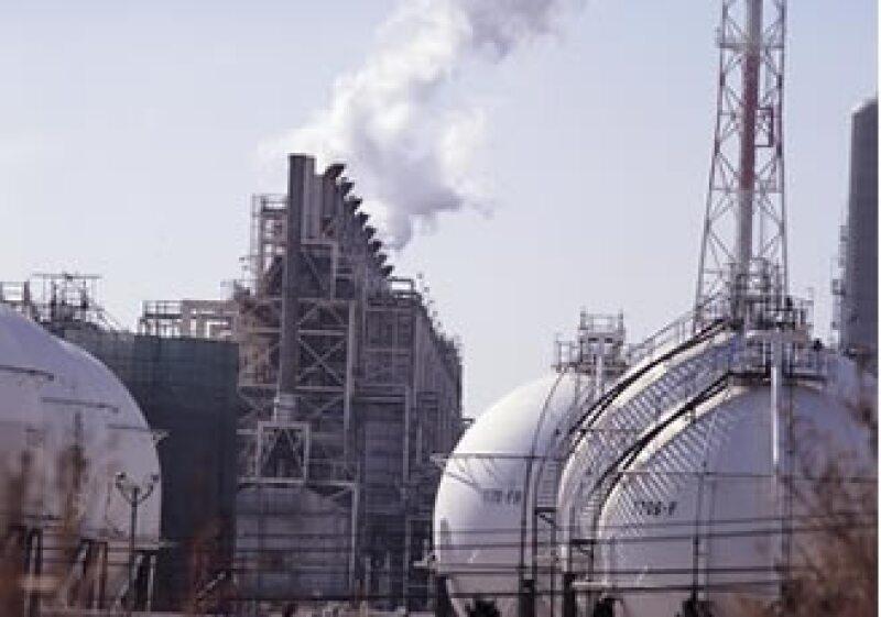 La compra de materias primas para petroquímicos se ubicó en 105 mdd, mientras que se vendieron 115 mdd. (Foto: Jupiter Images)