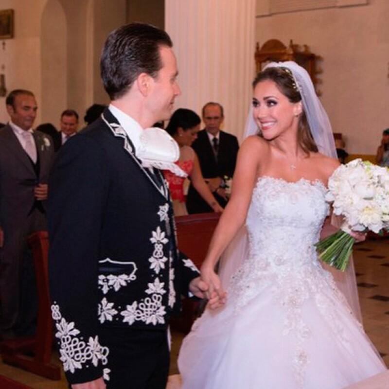 A un día de haberse casado con el gobernador de Chiapas, Manuel Velasco, la actriz escribió un mensaje en el que deja en claro su situación personal y profesional.