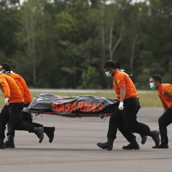rescate cuerpos QZ8501 2