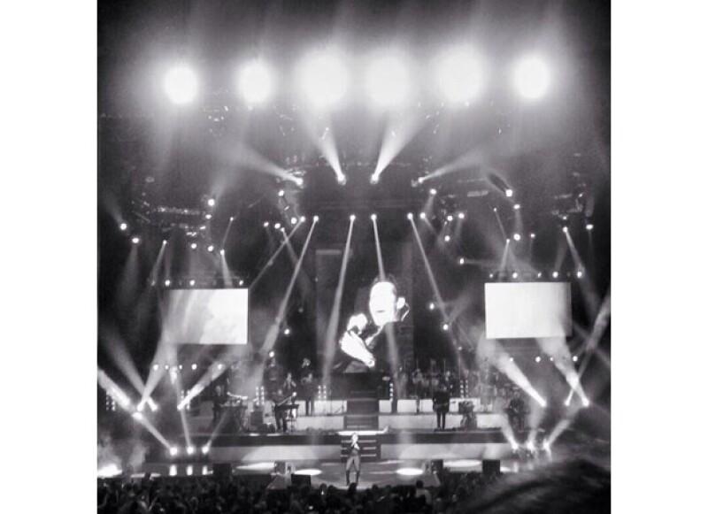 Fans del cantante comentaron el gran ambiente que se vivió ayer en la noche en el Auditorio Nacional.