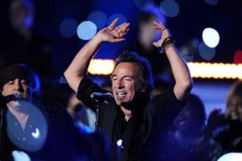 El cantante será la estrella del mayor encuentro de música del verano en Inglaterra.