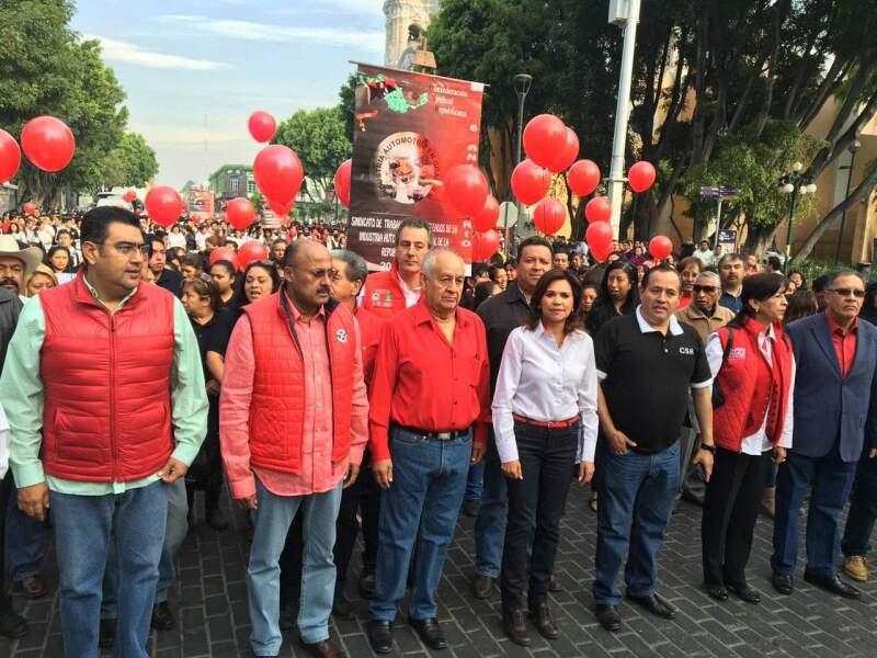 La abanderada priista por la gubernatura del estado, Lorena Martínez, aprovechó este domingo para realizar actos de campaña referentes al día del trabajo