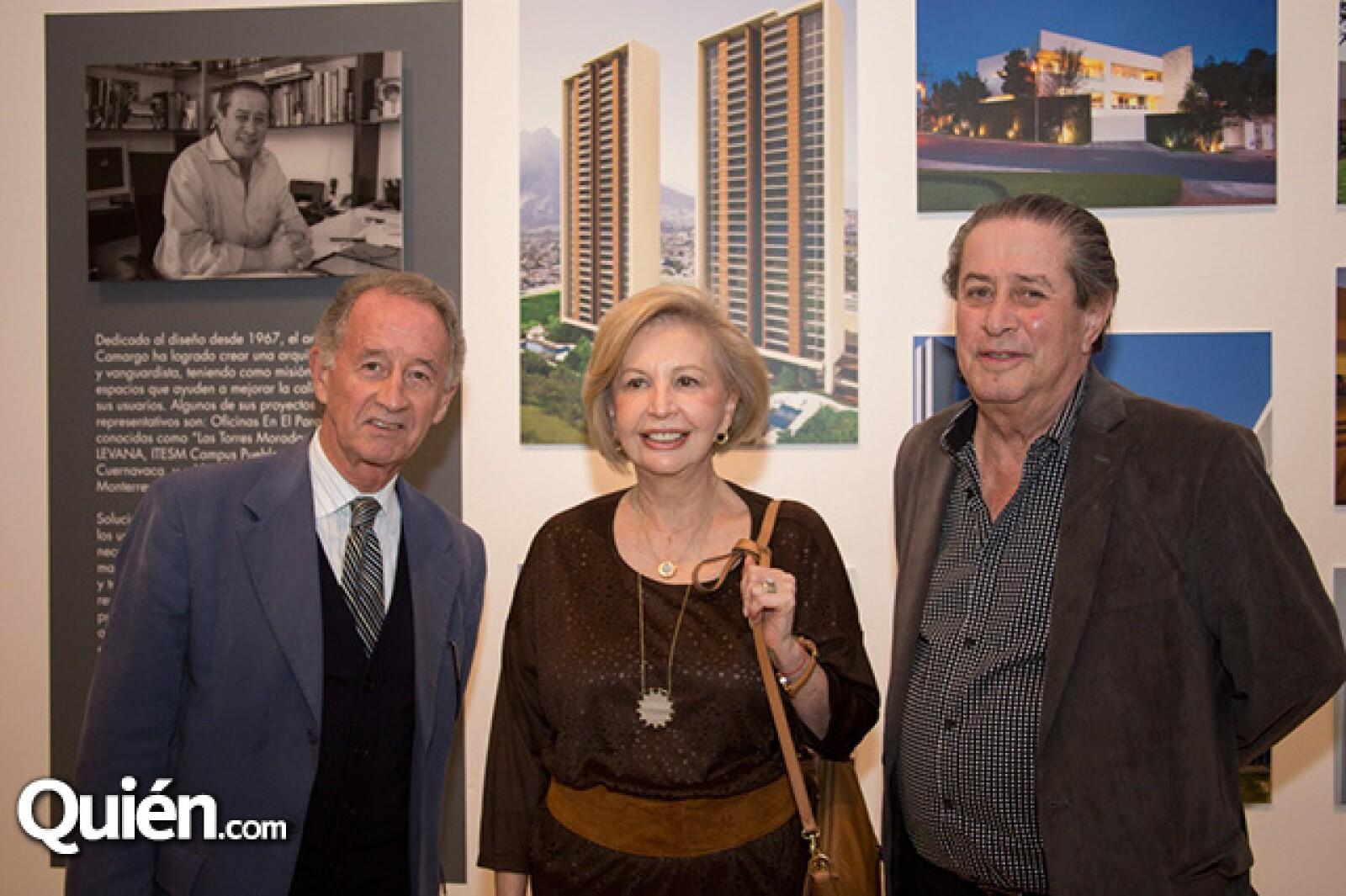 Eduardo Flores,Ambarina González de Cantú y Tito Camargo
