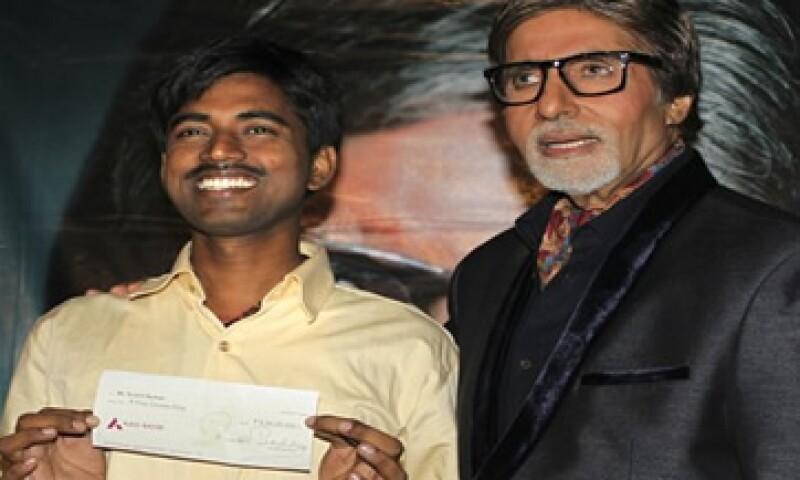 Sushil Kumar, ganador de 1 mdd, no tenía dinero para comprar un televisor, por lo que veía en casa de un vecino el programa que lo hizo ganador. (Foto: AP)