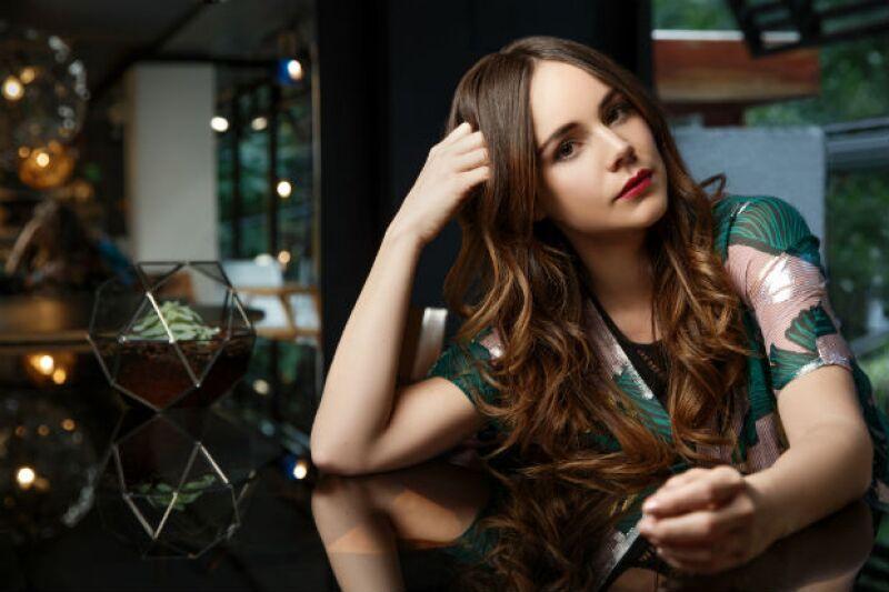 Una modelo natural, así posa Camila Sodi desde Studio Roca en La Condesa.
