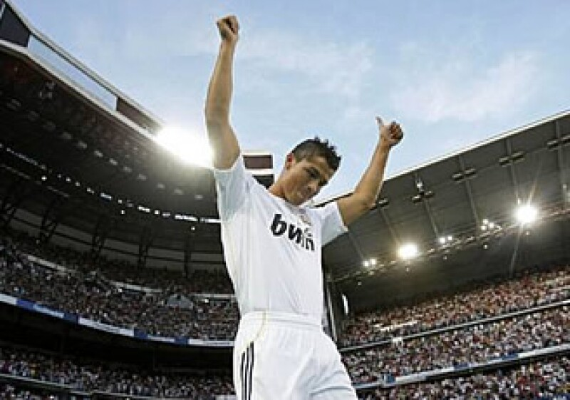 Cristiano Ronaldo llegó al Real Madrid gracias a un contrato de 131 millones de dólares. (Foto: Reuters)