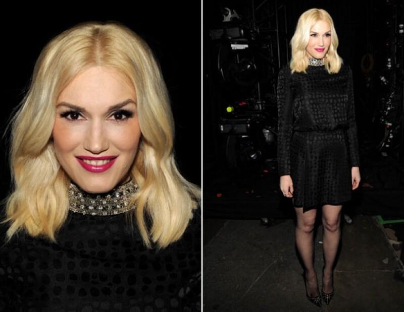 Gwen Stefani fue una de las mejor vestidas, en un vestido últra chic y sofisticado en total black.