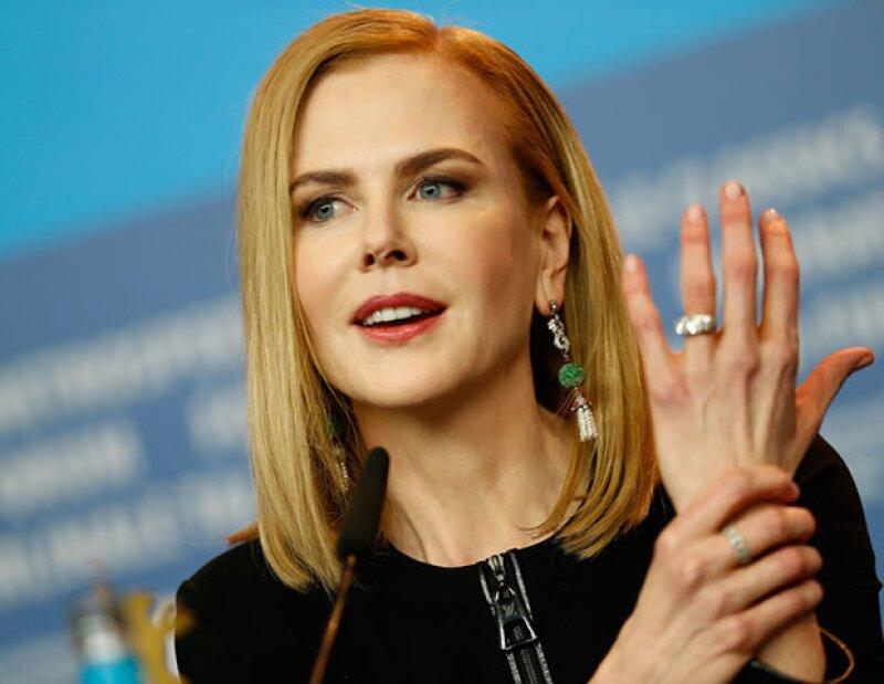 Aunque Nicole Kidman nota una disminución de pelo en sus cejas a sus 48 años, aplica lápiz café claro para darles más volumen y color, y así resaltar su mirada.