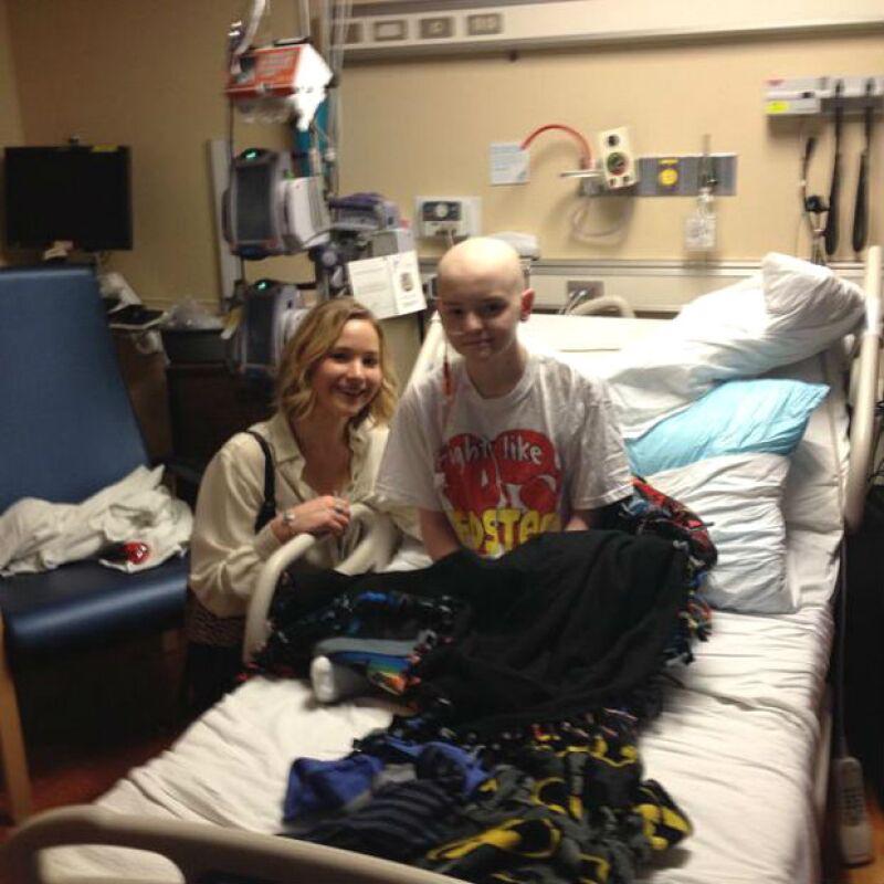 La fama no evitó que Jennifer regalara su tiempo para estar con los que más necesitan una sonrisa.