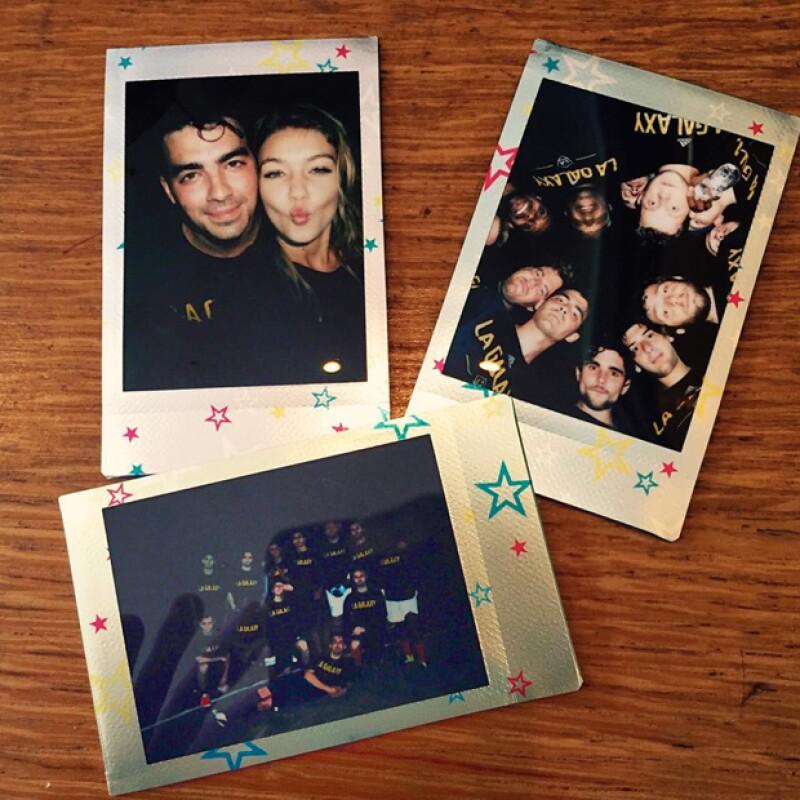 Compartió polaroids de su celebración, incluyendo la selfie con su guapa novia.