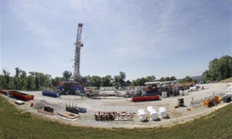 La producción de gas está siendo defendida por ambientalistas porque emite alrededor del 50% menos de gases contaminantes que el carbón. (Foto: AP)