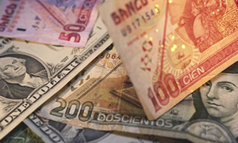 Las sucursales bancarias pueden ayudar a rectificar la autenticidad de un billete mexicano. (Foto: Getty Images)