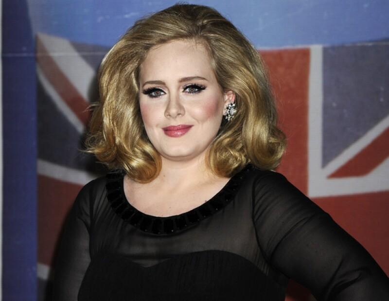 Luego de haber anunciado que estaba esperando a su primer hijo, la cantante británica podría contraer nupcias con su novio Simon Konecki.