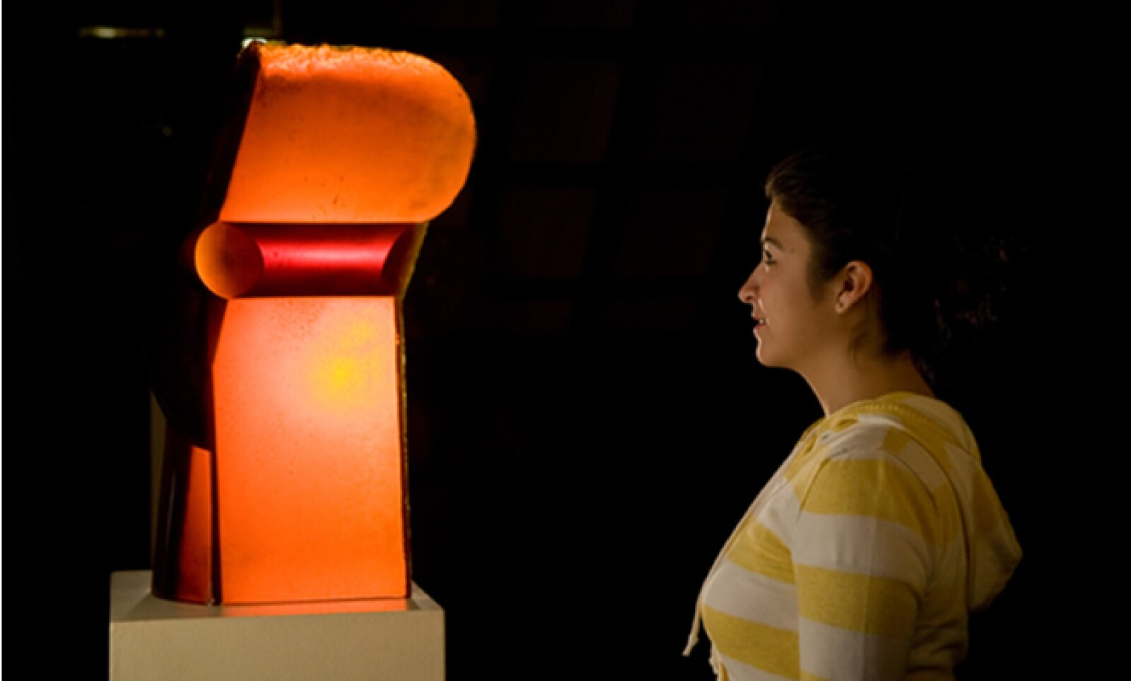 """Pieza titulada """"Reina"""" (República Checa, 1991), hecha por Stanislav Libensky y Jaroslava Brychtova, utilizando técnicas de vidrio vaciado y pulido."""