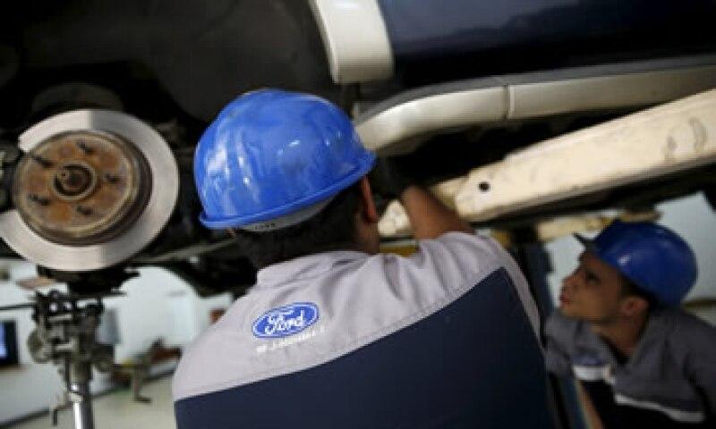 Empelados de Ford indican que 1,187 personas ya adquirieron autos en dólares en Venezuela. (Foto: Reuters )