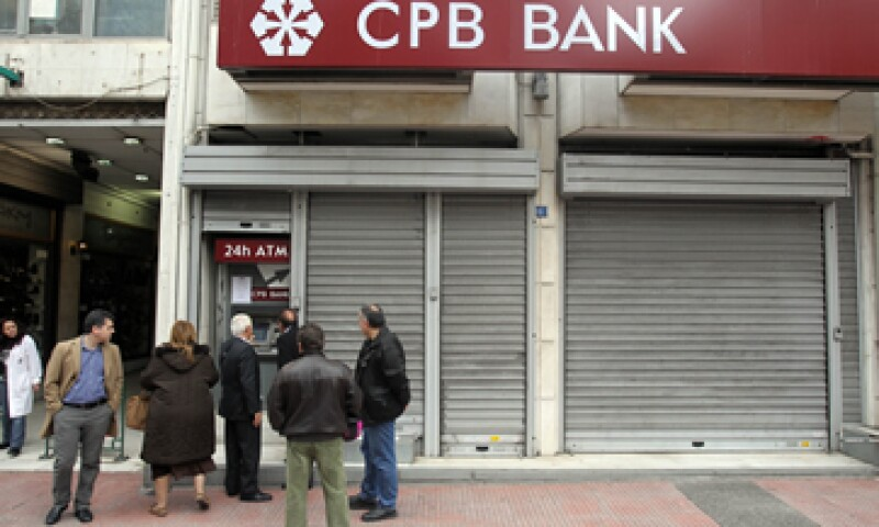 Las medidas protegerían a los depósitos bancarios menores a 100,000 euros. (Foto: AP)
