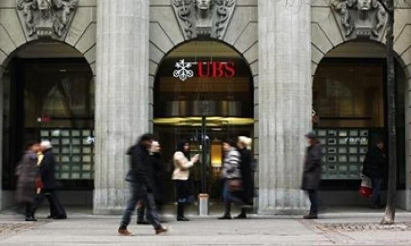 UBS fue compensado con la inmunidad por entregar información sobre otros bancos sobre la presunta manipulación de tasas Libor.   (Foto: Reuters)