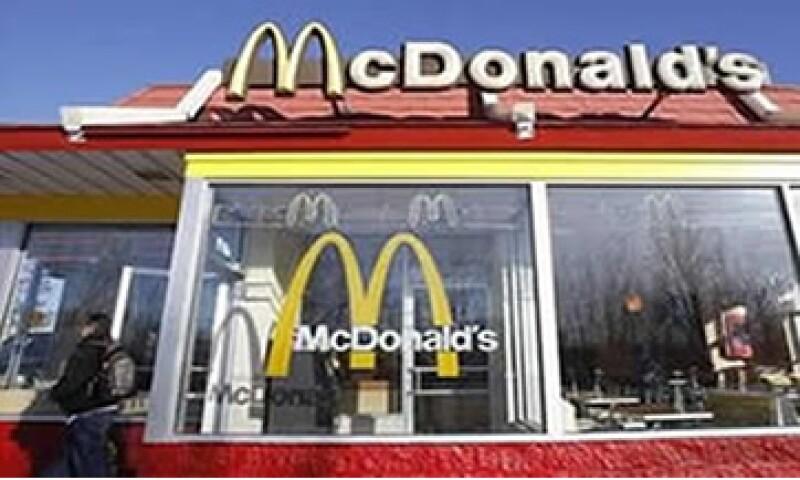McDonald's ha tenido éxito en parte gracias a que agregó nuevos ítems a los menús, como smoothies y hamburguesas Angus. (Foto: AP)